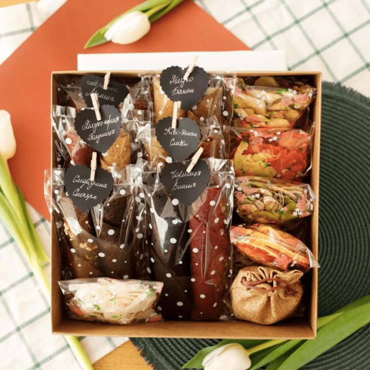 """Подарунковий набір """"Princess BOX"""". Пастила та фруктові чипси - image-0"""