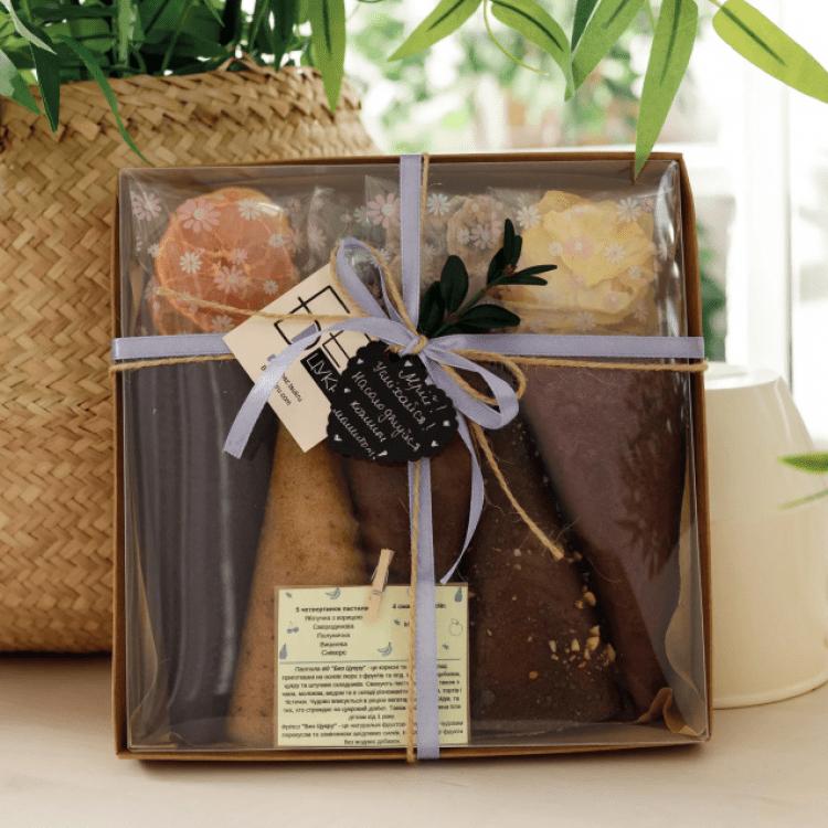 """Подарунковий набір """"КОМПЛІМЕНТ BOX S2"""". Пастила та фруктові чипси - image-0"""