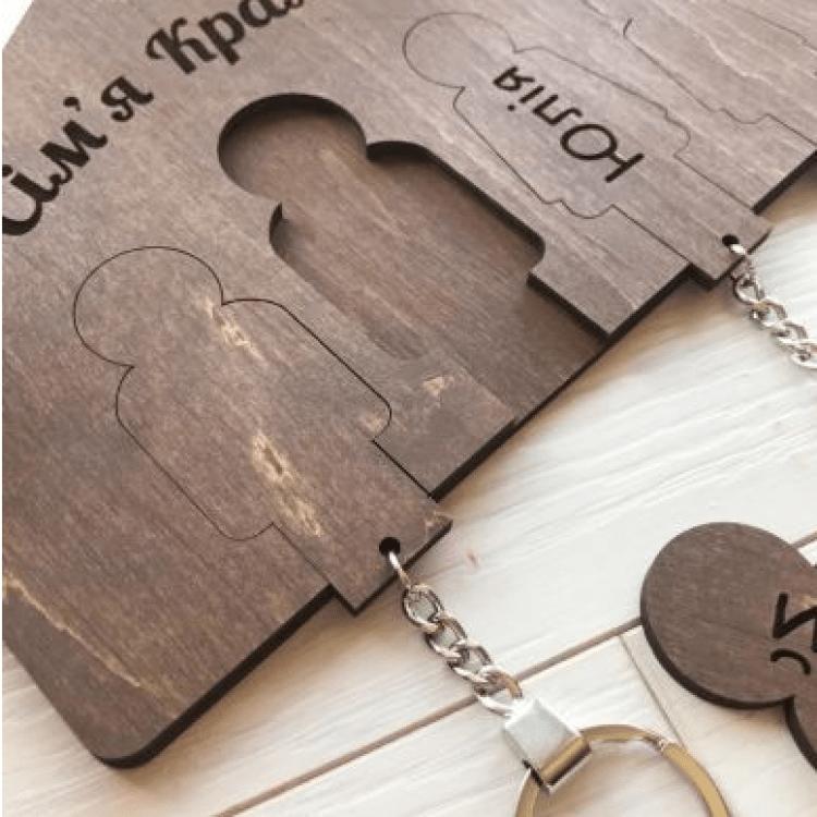 Оригінальна дерев'яна ключниця з індивідуальним гравіюванням - image-1