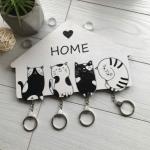 Чорно-біла дерев'яна ключниця з котиками - image-0