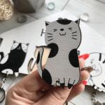 Чорно-біла дерев'яна ключниця з котиками - image-1