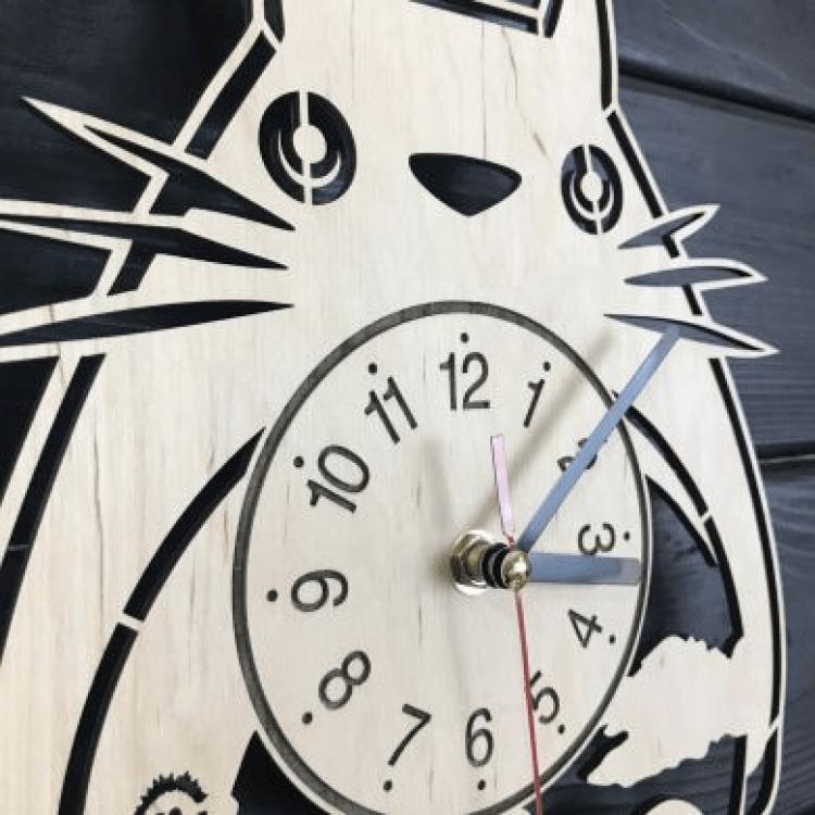 """Настінний годинник з дерева """"Студія Гіблі"""" - image-1"""