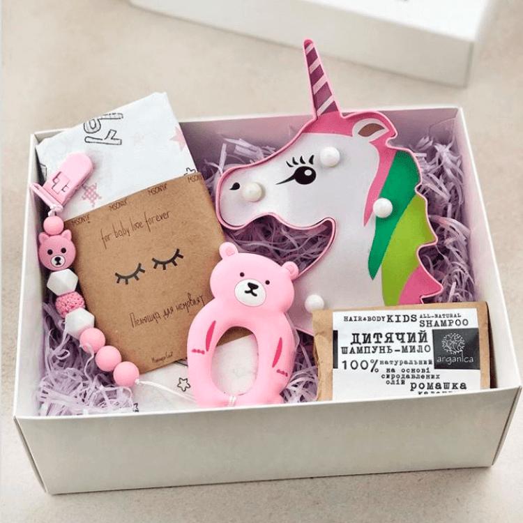 Подарунковий набір для новонародженої дівчинки - image-0